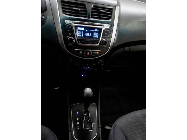 2017 Hyundai Accent SE 6A Hatchback - 504955W - Image 19