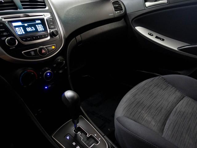 2017 Hyundai Accent SE 6A Hatchback - 504955W - Image 20