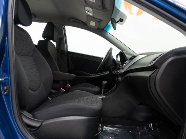2017 Hyundai Accent SE 6A Hatchback - 504955W - Image 21