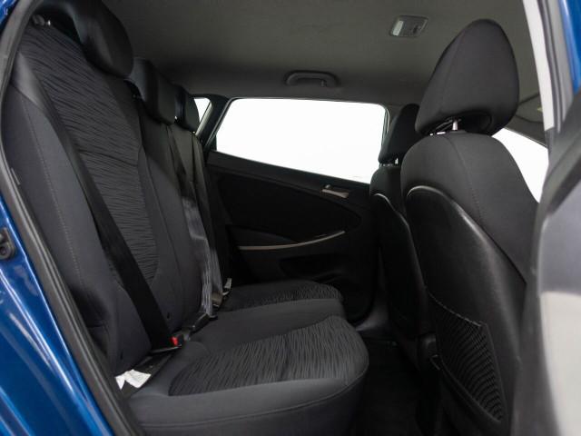 2017 Hyundai Accent SE 6A Hatchback - 504955W - Image 22