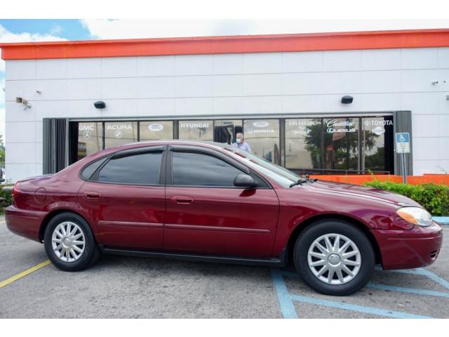 2005 Ford Taurus SE Sedan - 308252c - Image 1