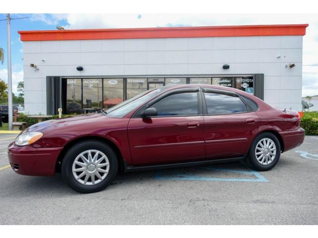 2005 Ford Taurus SE Sedan - 308252c - Image 2