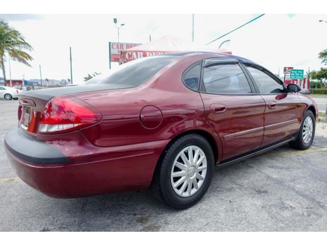 2005 Ford Taurus SE Sedan - 308252c - Image 16