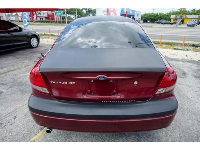 2005 Ford Taurus SE Sedan - 308252c - Image 17