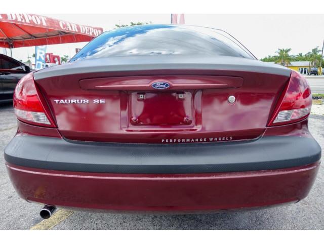 2005 Ford Taurus SE Sedan - 308252c - Image 20