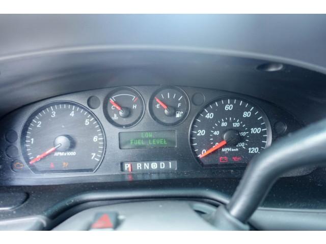 2005 Ford Taurus SE Sedan - 308252c - Image 23