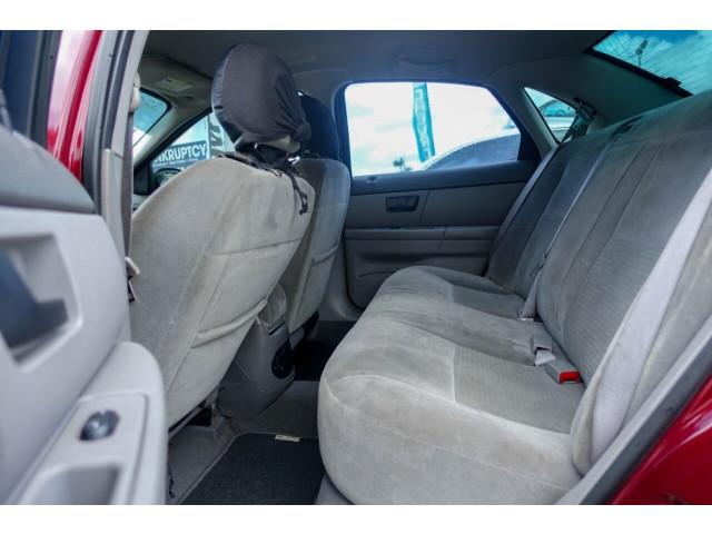 2005 Ford Taurus SE Sedan - 308252c - Image 25