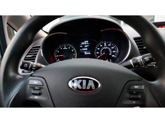 2016 Kia Forte LX 6A Sedan - 542868N - Image 17