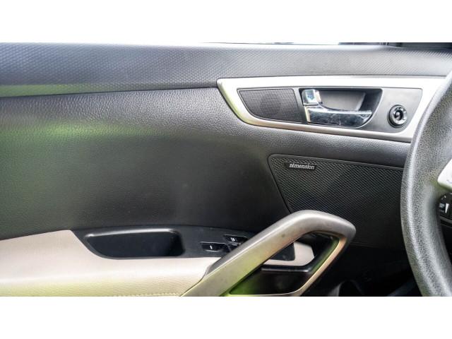 2013 Hyundai Veloster Base 6M Coupe - 089496C - Image 20
