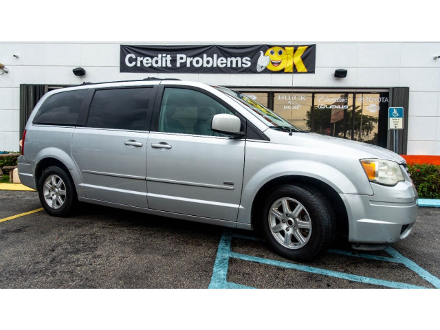 2008 Chrysler Town and Country Touring Minivan - 701480 - Image 2