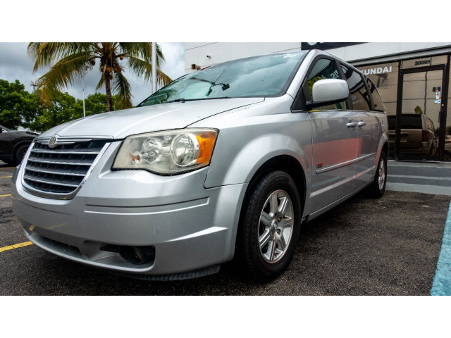 2008 Chrysler Town and Country Touring Minivan - 701480 - Image 4