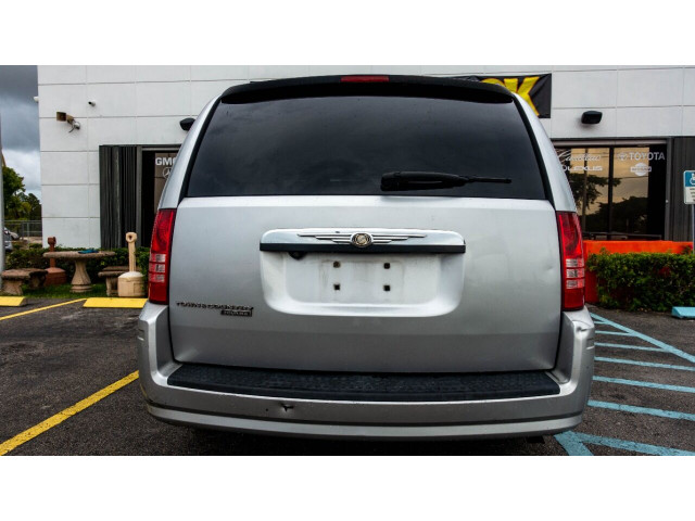 2008 Chrysler Town and Country Touring Minivan - 701480 - Image 7