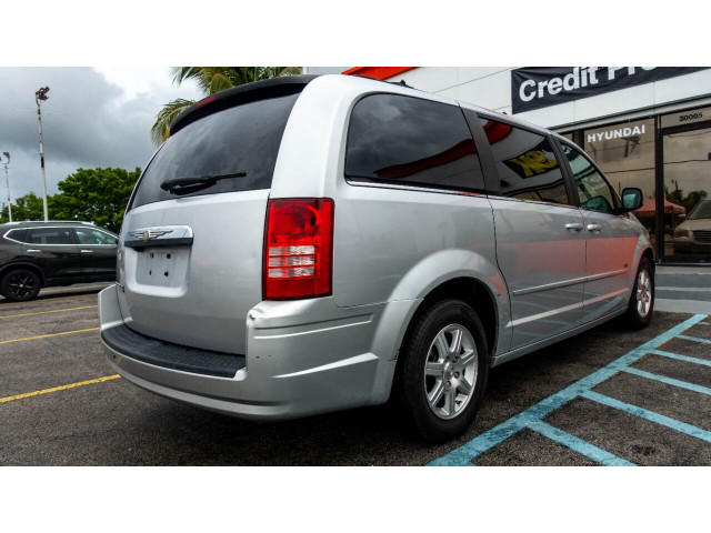 2008 Chrysler Town and Country Touring Minivan - 701480 - Image 8