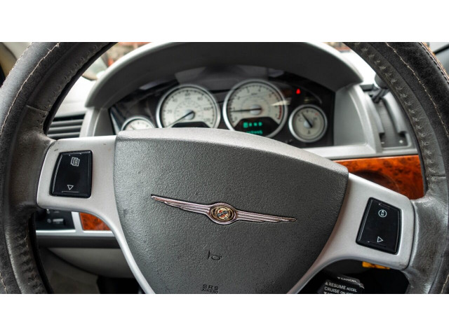 2008 Chrysler Town and Country Touring Minivan - 701480 - Image 9
