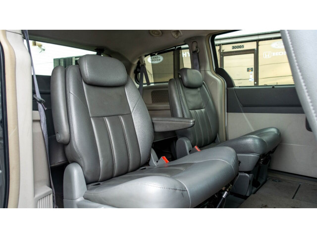 2008 Chrysler Town and Country Touring Minivan - 701480 - Image 12