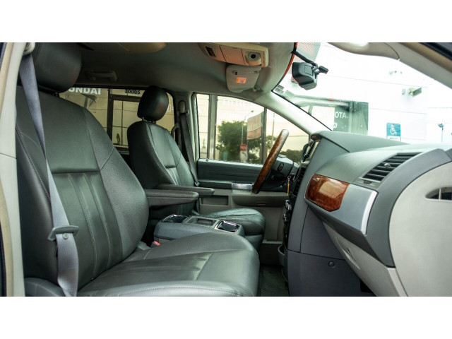 2008 Chrysler Town and Country Touring Minivan - 701480 - Image 13