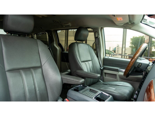 2008 Chrysler Town and Country Touring Minivan - 701480 - Image 14
