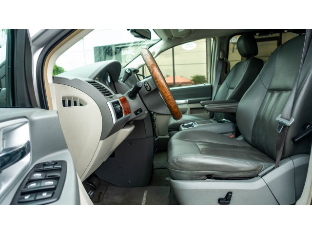 2008 Chrysler Town and Country Touring Minivan - 701480 - Image 15