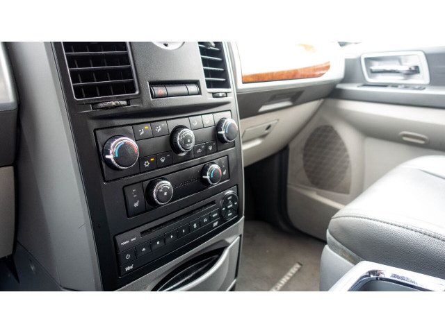 2008 Chrysler Town and Country Touring Minivan - 701480 - Image 17