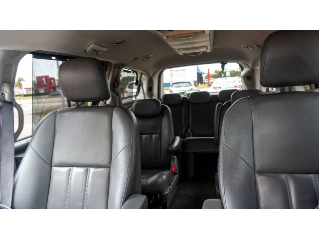 2008 Chrysler Town and Country Touring Minivan - 701480 - Image 18