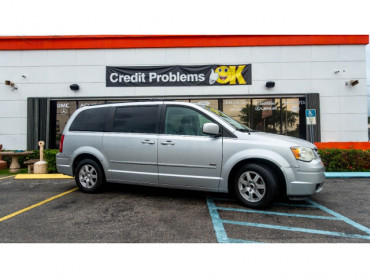 2008 Chrysler Town and Country Touring Minivan - 701480 - Image 1