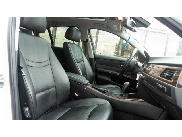 2011 BMW 3 Series 328i Sedan - N05456 - Image 14
