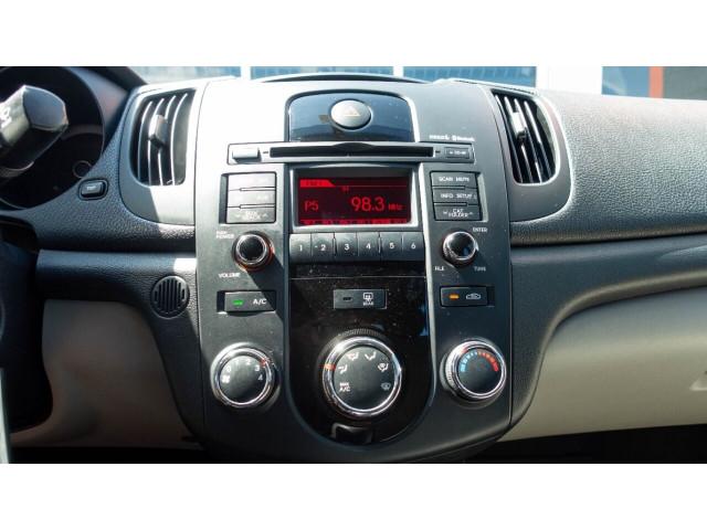 2010 Kia Forte EX 5M Sedan -  - Image 17