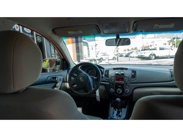 2010 Kia Forte EX 5M Sedan -  - Image 25