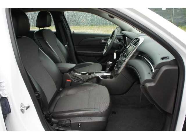 2015 Chevrolet Malibu 1LT 4D Sedan  - 203636F - Image 28